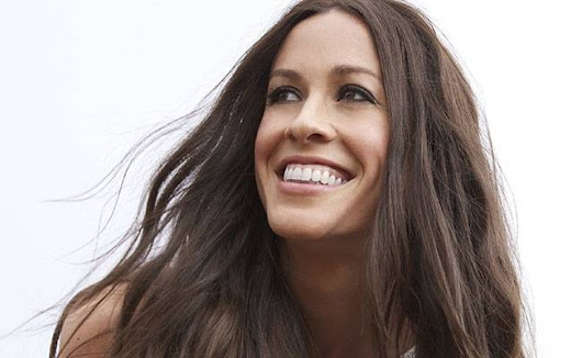 Alanis Morisette to rename 1996 hit Inconvenient after learning what Ironic means - The Rochdale Herald