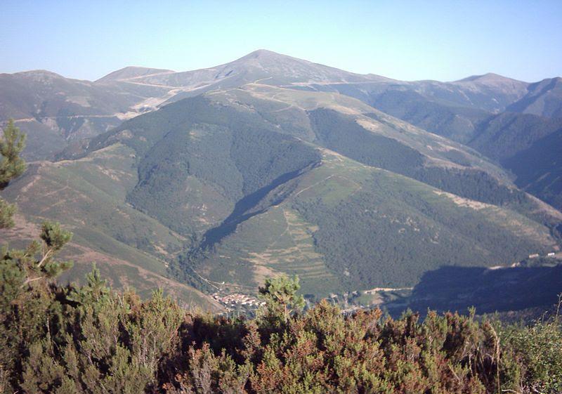 File:San Lorenzo desde El hombre.jpg