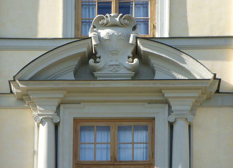 Drottningholms slott fasadutsmyckning 2011d.jpg