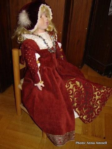 Lucian Olavintytär -nukke 2