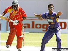 "Sri Lankan bowler Nuwan Kulasekera (R) appeals on Zimbabwe""s batsman Hamilton Masakadza"