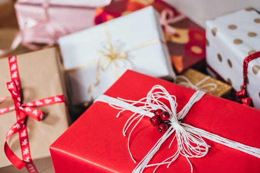 5 Great Ways to Save Money on Christmas Gifts - the Writer Mom