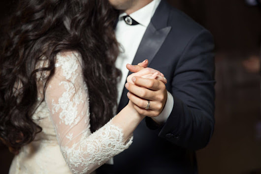 100 First Dance Songs Suggestions for Wedding Bands and DJ