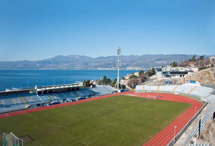 perierga.gr - 10 γήπεδα ποδοσφαίρου με ωραία θέα!