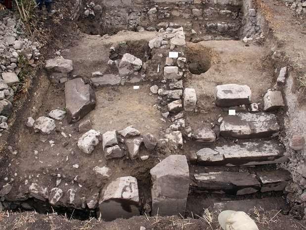 Arqueólogos descobrem templo com 3 mil anos no Peru