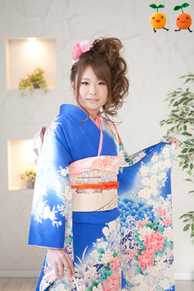 Traditional furisode rental with everything all matchy-matchy. Obiage and obijime match the colors in the kimono itself, with the only contrast the blue ground of the kimono. This makes the kimono ensemble look more adult and sophisticated.