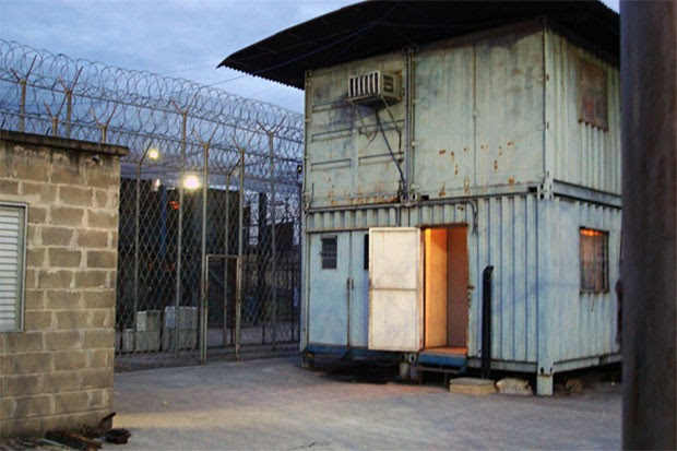 Governo do Espírito Santo sofreu críticas por manter presos em contêineres; foto é de 2009 (Foto:  Luciana Lima/ABr)