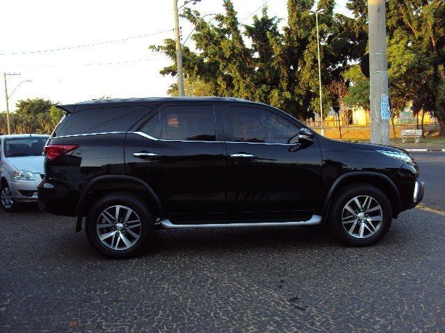 Bandidos roubam carro do governador Robinson Faria durante arrastão.