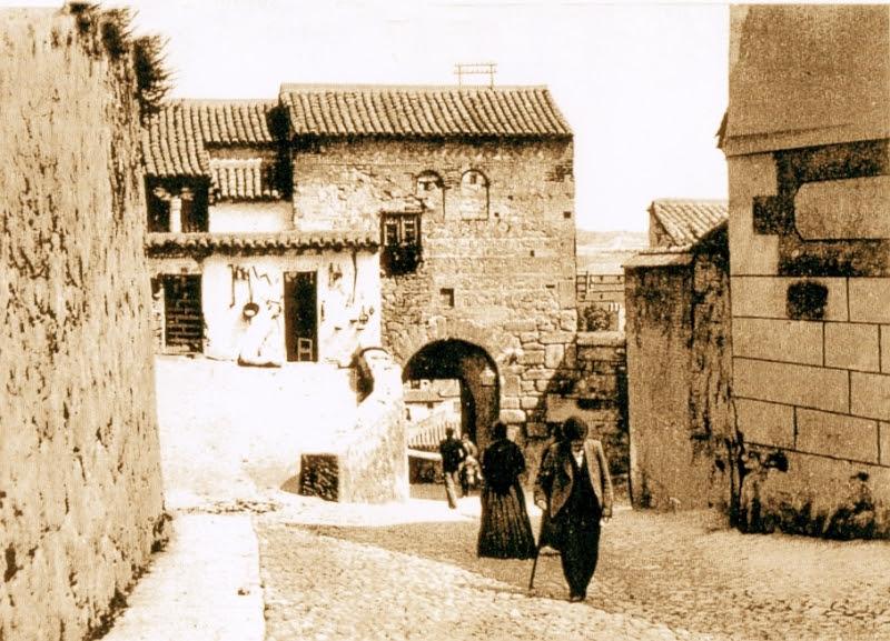 Mezquita del Cristo de la Luz (Toledo), con su fachada tapiada en el siglo XIX