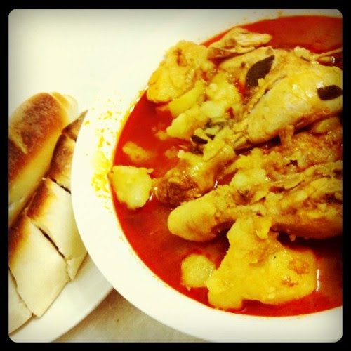 Homemade chicken curry and french baguette instagram)