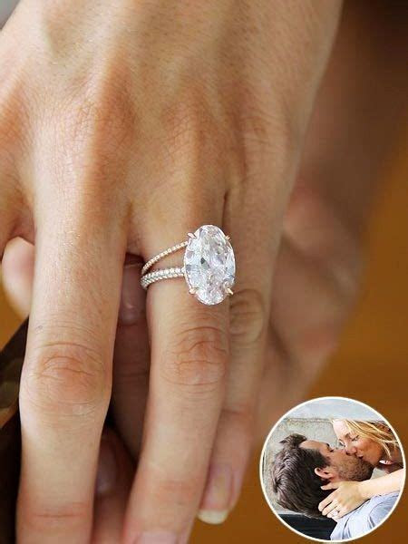 Blake Lively's Engagement Ring and Wedding Band   Jewelry