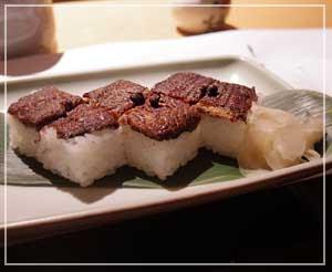 千葉そごう内「美濃吉」にて、シメは鰻寿司で。