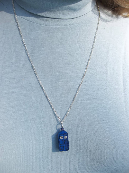 TARDIS British police call-box pendant necklace