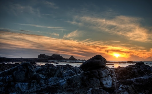Clonque Sunset rocks Bay Aldern - neilhoward | ello
