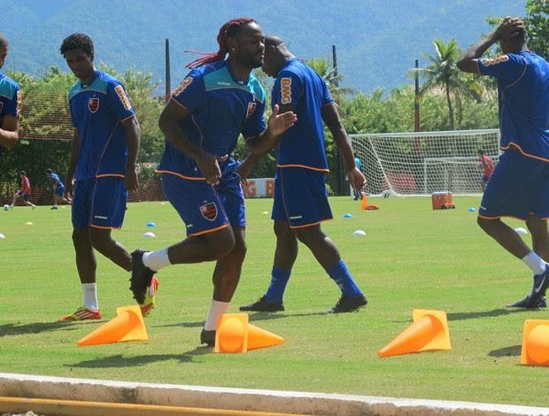 Vagner Love em treino físico (Foto: Janir Júnior / Globoesporte.com)