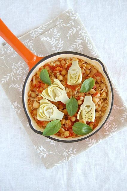 Chickpea and artichoke paella / Paella de grão-de-bico e alcachofra