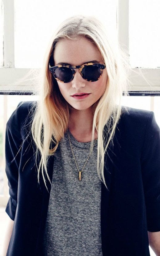 LE FASHION BLOG EASY LOOK ROUND TORT SUNGLASSES BULLET NECKLACE BOYFRIEND BLAZER JACKET HEATHER GREY GRAY TEE TSHIRT EFFORTLESS BLOND HAIR CLASSIC INSPIRATION VIA VOO STORE photo LEFASHIONBLOGEASYLOOKTORTSUNGLASSESBULLETNECKLACEVIAVOOSTORE.jpg