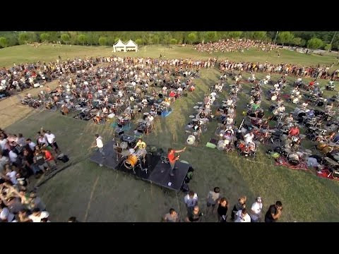 "1,000 Musicians Play ""Learn To Fly"" By Foo Fighters [Video]"