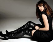 Anne Hathaway Con Botas