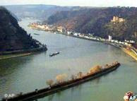 A bend in the Rhine, at the Lorelei