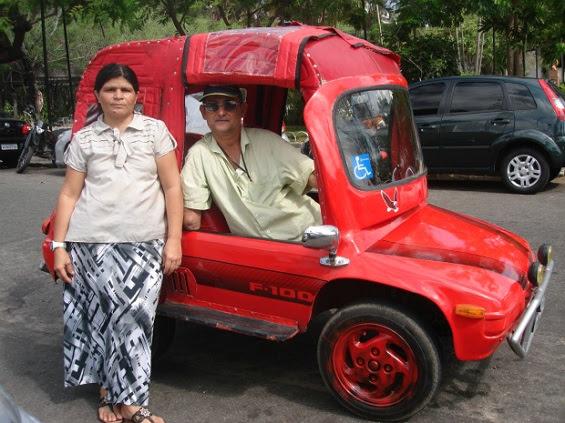 Deficiente construiu carro para poder se locomover pela cidade