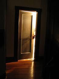 nasrrow-door