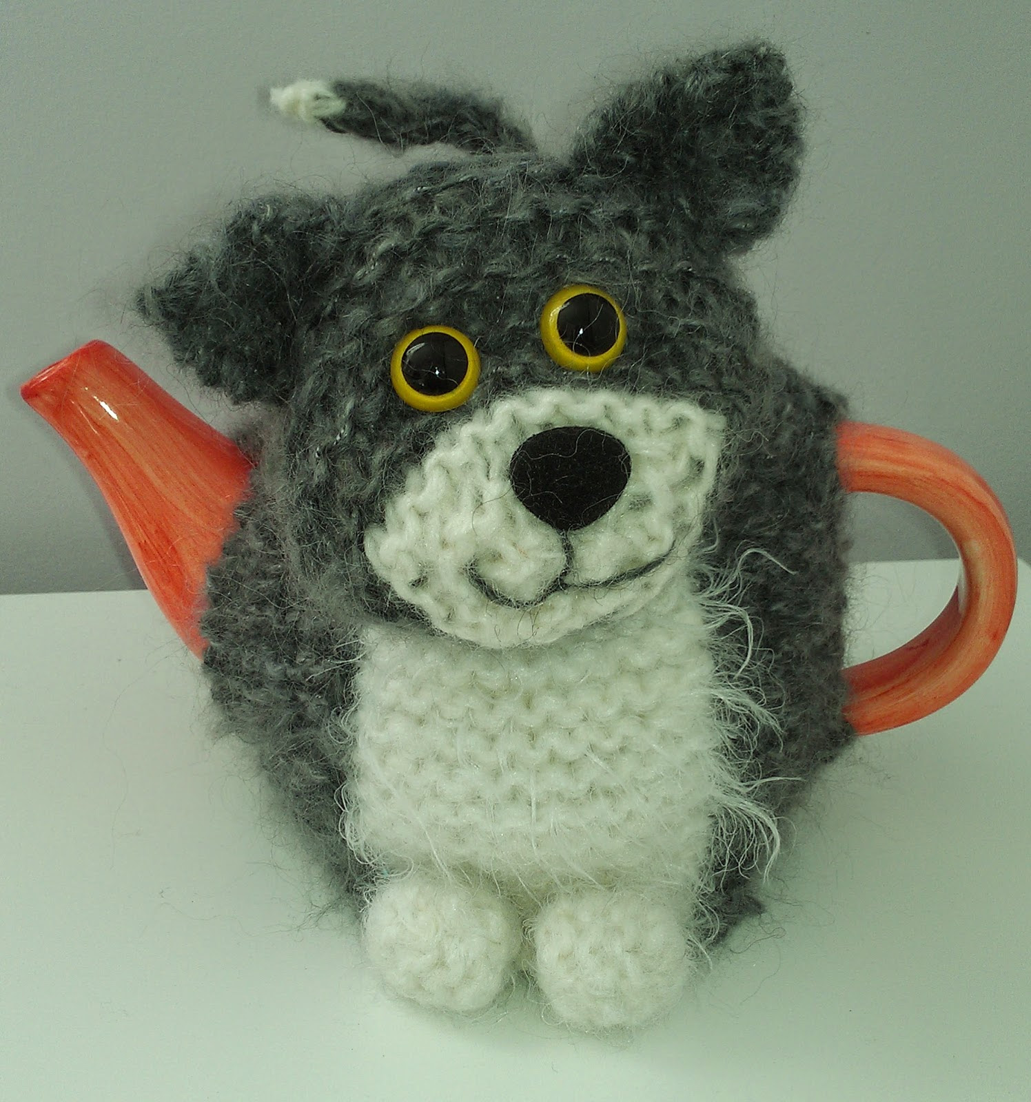 Free knitting pattern for Oliver Cat Teapot Cozy