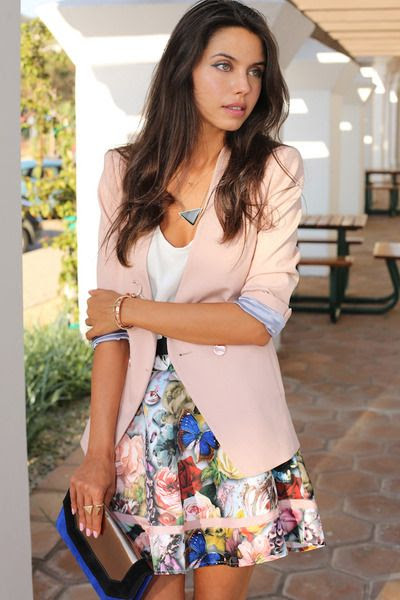 Light-pink-ted-baker-blazer-blue-bcbg-bag-pink-ted-baker-skirt_400