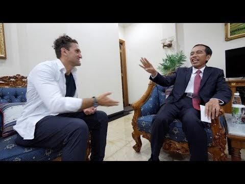 Heboh! ! Nge-Vlog Bareng YouTuber Dunia, Tingkah Jokowi Jadi Bahan Tertawaan Netizen