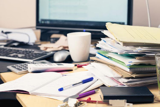 6 reasons to clean off your desk