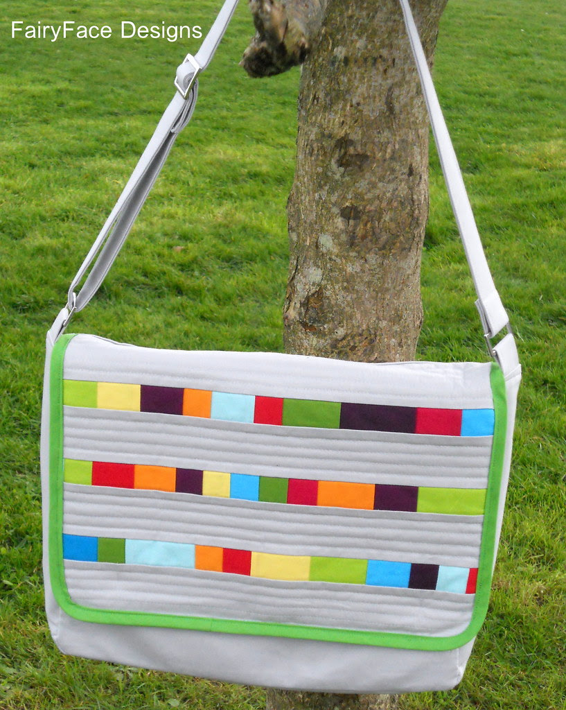 Solids Messenger bag hanging