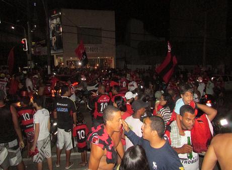 Sem marcar local de encontro a torcida do mengão lotou a Avenida Rio Branco