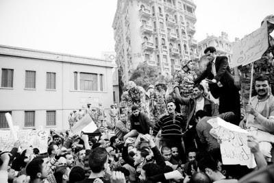 Manifestantes na Praça Abdel Moneim Riyadh, no Cairo, em 29 de Janeiro. Foto de Hossam el-Hamalawy.