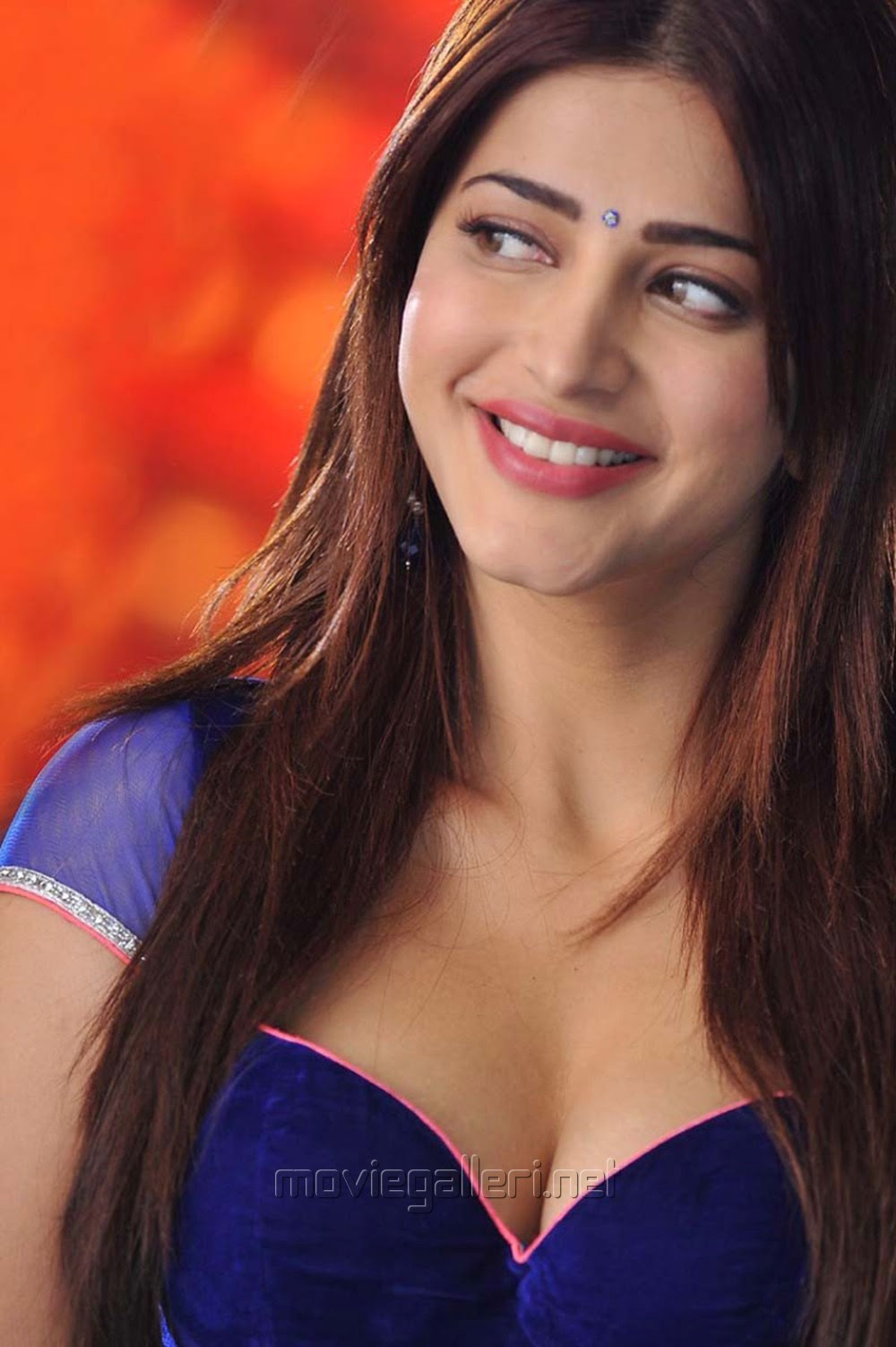 Actress Shruti Hassan Spicy Hot Stills in Yevadu Movie
