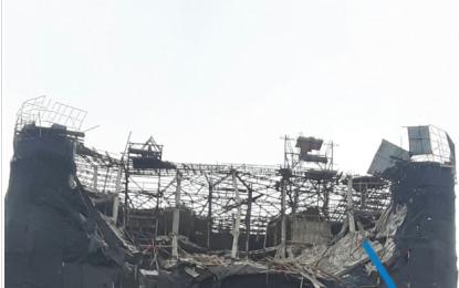 Panik tek Shkëmbi i Kavajës/Rrëzohen 4 kate të pallatit 24 katësh (FOTO)