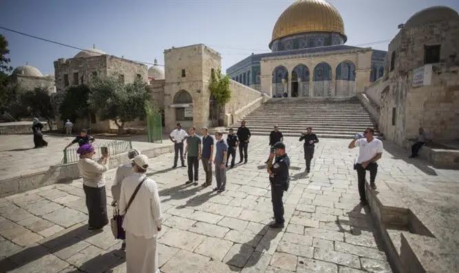 Jewish visitors on Temple Mount