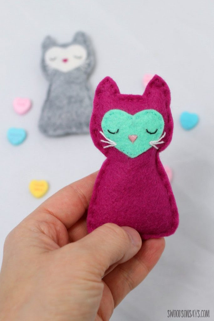 Felt Pocket Kitty
