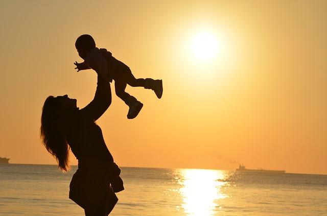 """Xerrada """"La filla que vam ser, la mare que som"""" per Yvonne Laborda"""