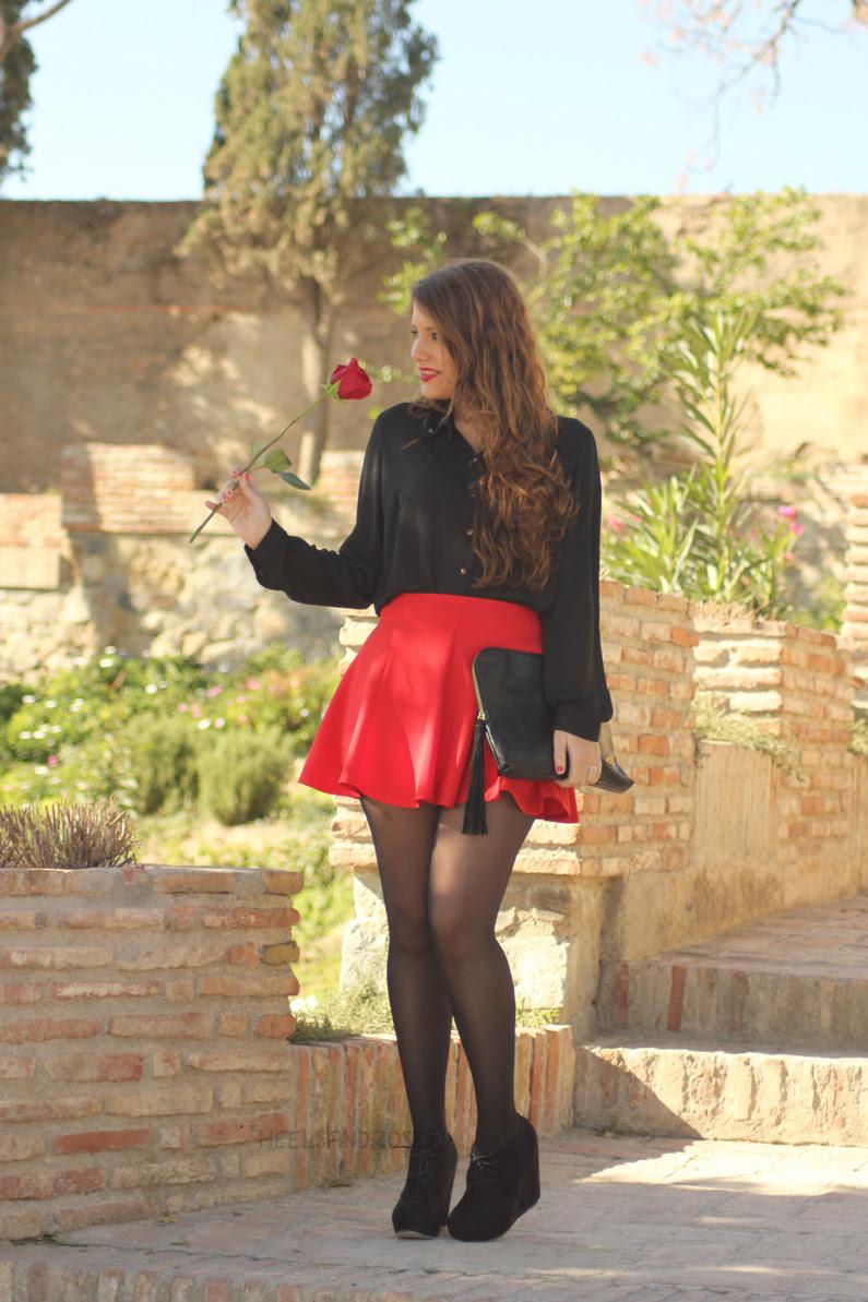 falda-roja-con-blusa-negra-HeelsandRoses-(3)