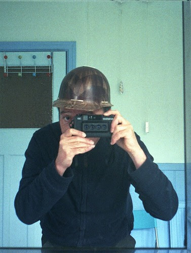 reflected self-portrait with Nimslo camera and hard hat  - animated stereogram by pho-Tony