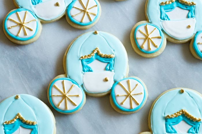 how to make Cinderella carriage cookies ... from a Mickey Mouse cookie cutter! Perfect for a Cinderella or princess party!