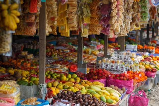 Gerai buahan dan sayura segar di Kundasang Sabah