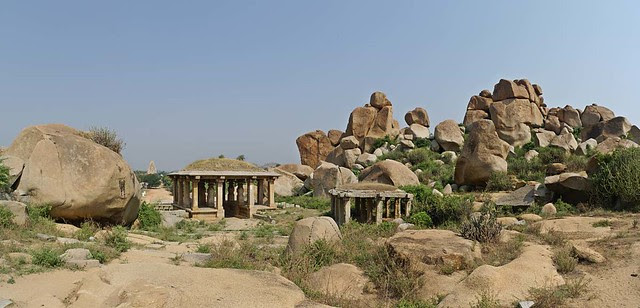 Structures and Boulders, Hampi