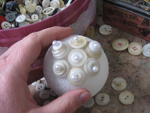 25 Days of Hand Crafted Gifts & Ornaments - Button Ball 004