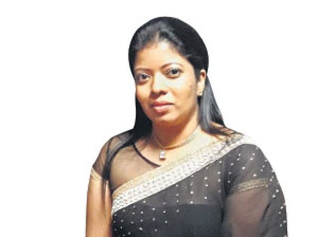 Veteran singer's wife arrested for gold jewellery scam