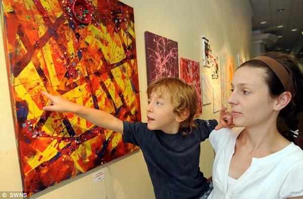 Leo Haines com sua mãe Marianna