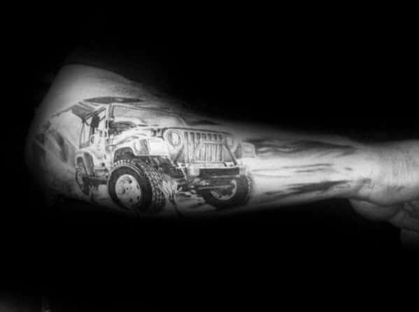 Outer antebraço sombreado preto e cinza caras jeep tatuagens