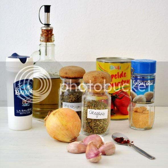 ingrediënten voor de pizzasaus