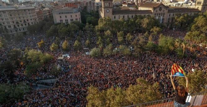 Masiva manifestación en la Plaça Universitat de Barcelona. | REUTERS