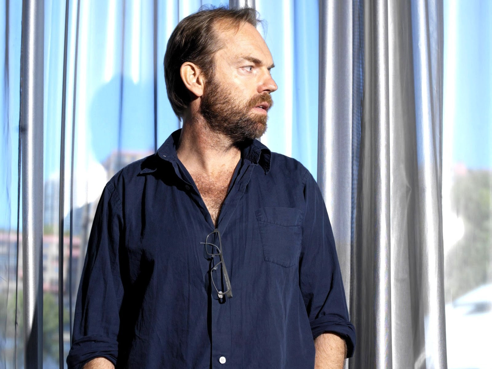 Hugo Weaving in a blue shirt | Tacky Harper's Cryptic Clues